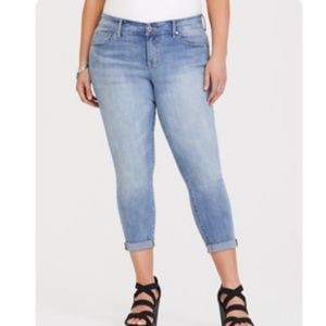 Torrid Light Wash Mid-Rise Cropped Jeans